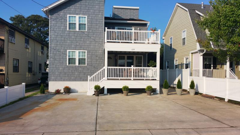 front of the house - Beach House 6 bedrooms  sleeps 7-16  NEW! - Brigantine - rentals