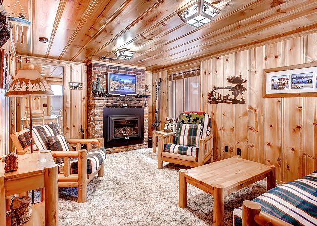 Cozy and Charming Living Room - Coziest Cabin in Tahoe - Best Location - 2 blks to Beach, 2 mi Ski & Casino - South Lake Tahoe - rentals