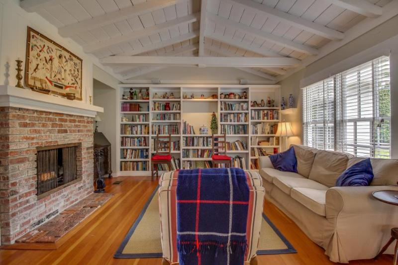 Cozy home w/large library & office! Bike or walk to shops, eateries & the beach! - Image 1 - La Jolla - rentals