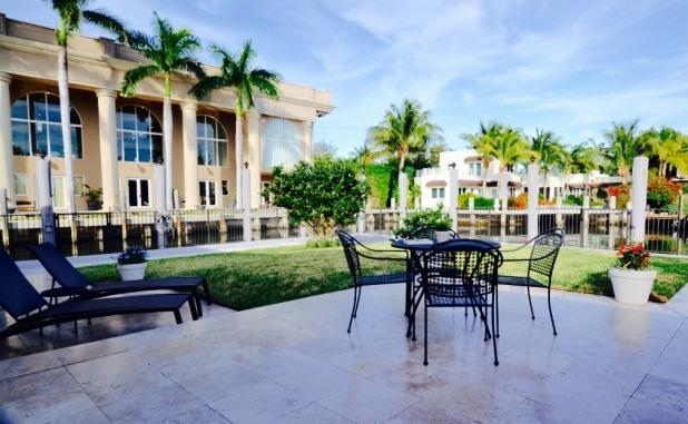 200 ft water front, luxury, walk to beach, pool - Image 1 - Fort Lauderdale - rentals