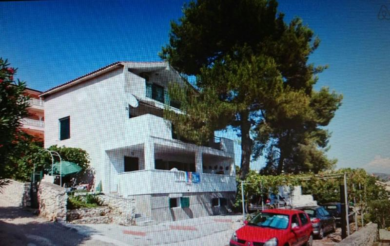 apartment on the 1. floor - Apartment on Island Ciovo/Unesco town Trogir,big terrace/sea view,50m from sea - Okrug Gornji - rentals