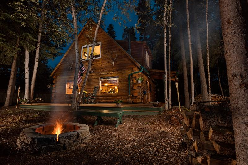 Moose Walk Cabin night view - Private, Waterfront Cabin with Aurora & Wildlife - Fairbanks - rentals