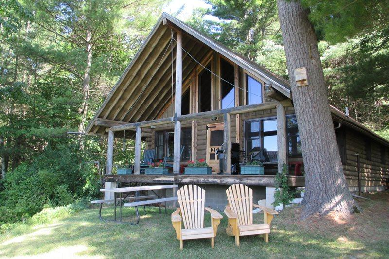 COZY ROMANTIC LOG CABIN | VERMONT | TWO BEDROOM | HIKING | SKIING | PRIVATE - Image 1 - Brandon - rentals