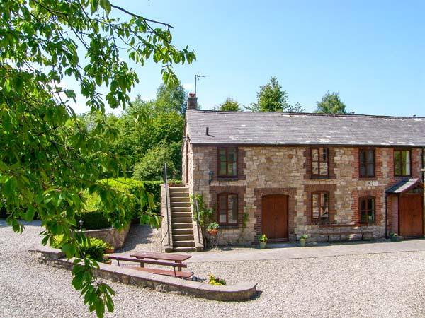 MILLERS COTTAGE, ground floor, WiFi, en-suite shower room, beautfiul landscaped gardens, near Nannerch, Ref 919532 - Image 1 - Lixwm - rentals