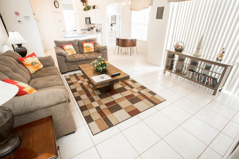 Family Room - Spacious 5 Bedroom Villa with Private Pool & Spa - Davenport - rentals