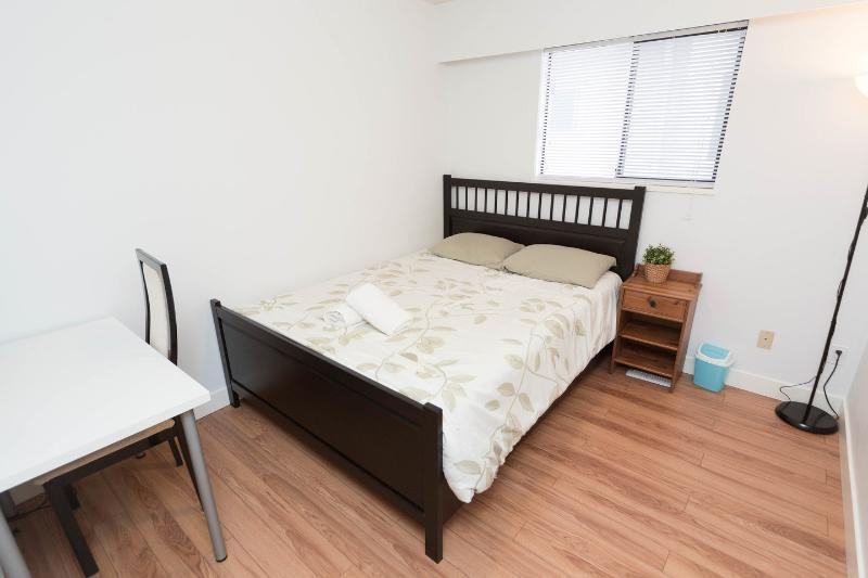 Lovely private bedroom in convenient area - Image 1 - Vancouver - rentals