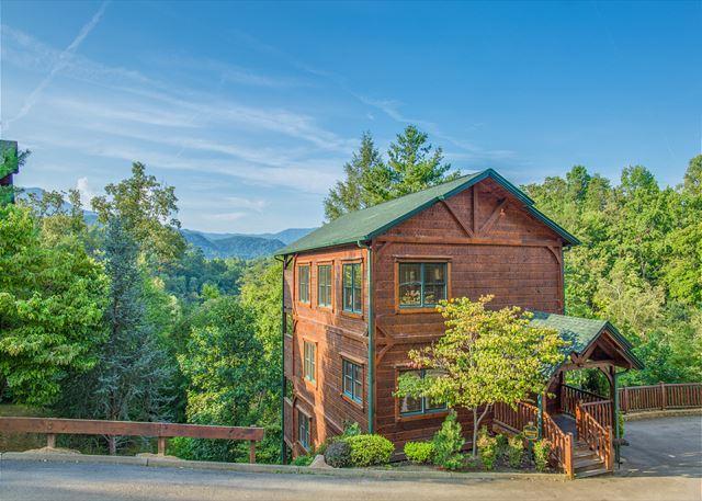 4BR Gatlinburg Falls Cabin w/ View! Sleeps 14. Crazy Summer Deal from $249! - Image 1 - Gatlinburg - rentals