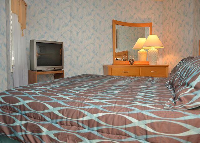 SPACIOUS 3 BEDROOM CONDO TO STRETCH YOUR LEGS - Image 1 - Garden City Beach - rentals