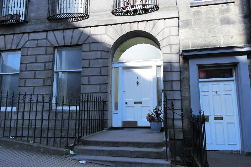Front door to our New Town Central Apartment - Very Central City Apartment Dublin Street : WiFi - Edinburgh - rentals