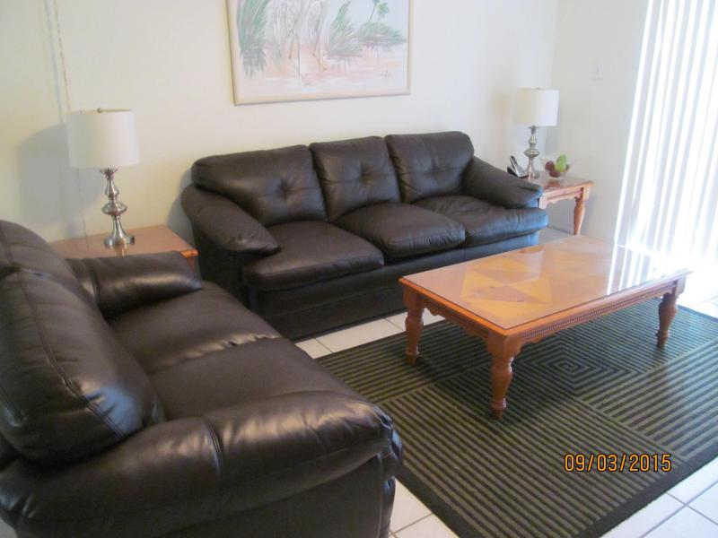 New Living Room Set: Queen Sleeper-Sofa & Love Seat - Steps from White Sands of Siesta Beach-Best Beach - Sarasota - rentals