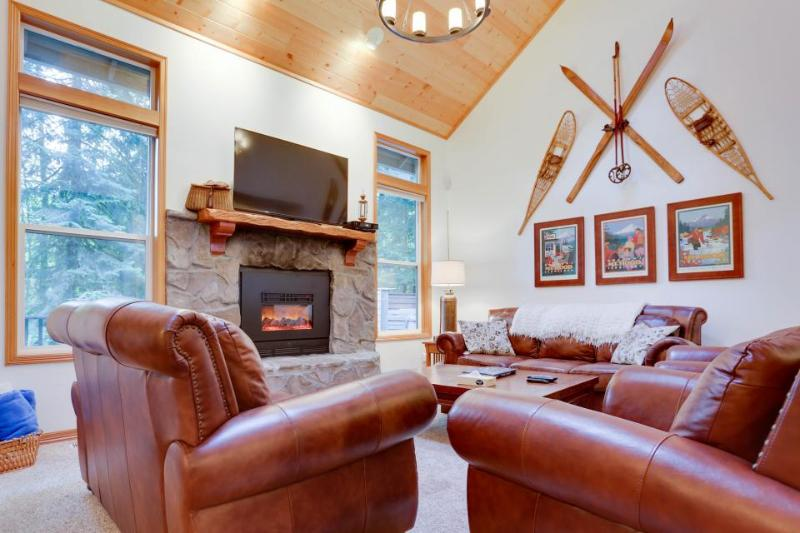 Condo w/resort attractions like a pool and hot tub! - Image 1 - Welches - rentals