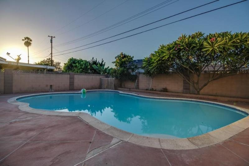 Shared Disney home, close to Disneyland, w/pool & hot tub! - Image 1 - Anaheim - rentals
