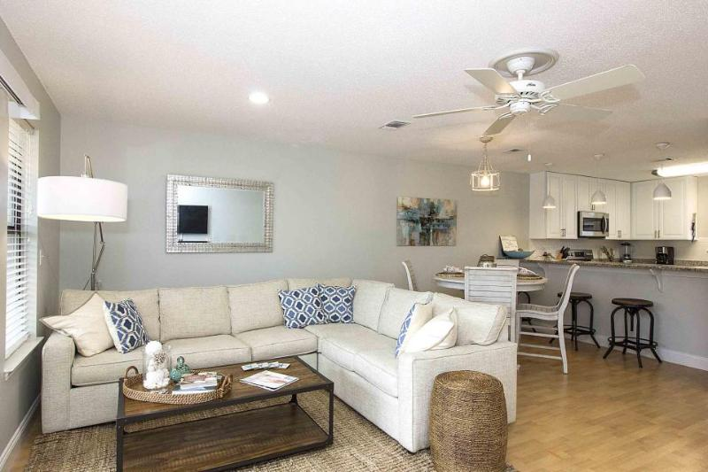 Newly remodeled, dog-friendly townhome steps from beach! - Image 1 - Destin - rentals