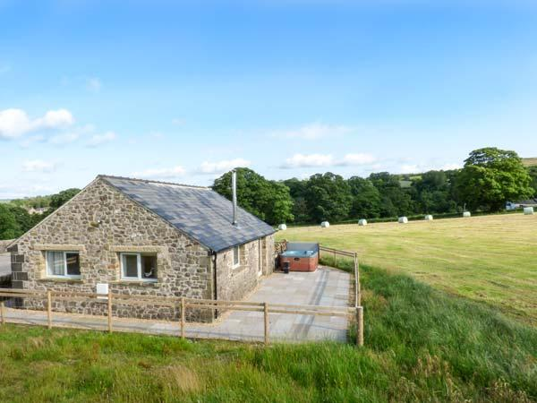 WISTLE COTTAGE, detached, woodburner, hot tub, ideal romantic retreat, in Barnoldswick, Ref 28801 - Image 1 - Barnoldswick - rentals