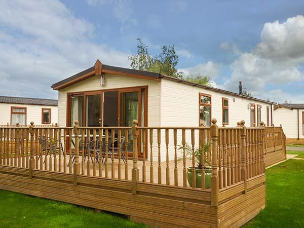FAIRWAY VIEW, detached, pet-friendly, on-site facilities, WiFi, nr Wisbech, Ref 920104 - Image 1 - Wisbech - rentals