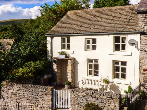 GRANGE COTTAGE, pet-friendly, beautiful cottage, character, woodburner, WiFi, parking, enclosed garden, in Castleton, Ref. 928584 - Image 1 - Castleton - rentals