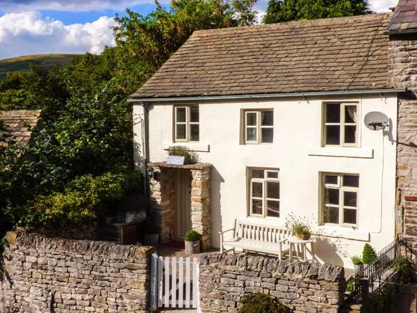 GRANGE COTTAGE, pet-friendly, beautiful cottage, character, woodburner, WiFi, parking, enclosed garden, in Castleton, Ref. 928584 - Image 1 - Castleton - rentals