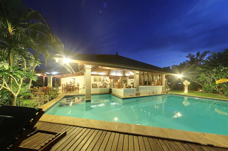 Senyum, Traditional 4BR with Cliff Views-Jimbaran - Image 1 - Jimbaran - rentals