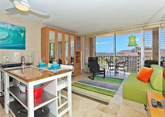 Studio Apartment with AC, WiFi, roof-top pool, Jacuzzi, parking. Close to beach! - Image 1 - Waikiki - rentals