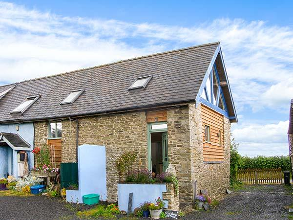 BLUE BARN COTTAGE, pet-friendly romantic retreat in Churchstoke, Ref 22797 - Image 1 - Montgomery - rentals