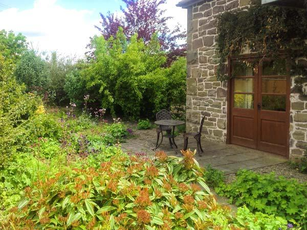 SWALLOW'S NEST, pets welcome, en-suite wet room, ground floor apartment, near Craven Arms, Ref. 24740 - Image 1 - Craven Arms - rentals