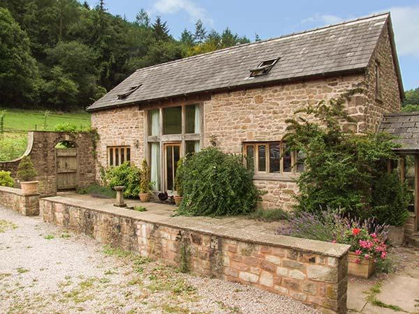 THE LODGE FARM BARN, family friendly, character holiday cottage, with a garden in Deepdean, Ref 8723 - Image 1 - Ross-on-Wye - rentals
