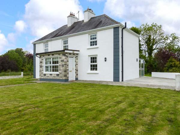 HEANEY'S COTTAGE, detached farmhouse near the border of Mayo and Galway, open fire and woodburner, near Milltown, Ref 923613 - Image 1 - Ballindine - rentals