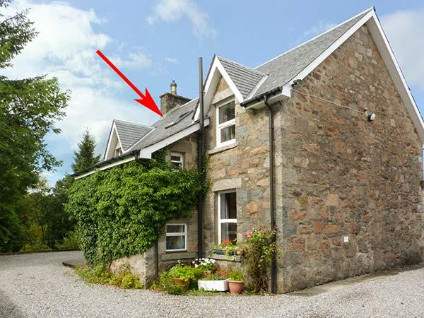 THE KNOWE UPPER, all first floor, electric fire, off road parking, shared garden, in Taynuilt, Ref. 927114 - Image 1 - Taynuilt - rentals