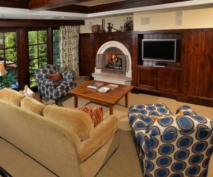 Spacious Living Room with Fireplace - A luxury vacation residence at One Willow Bridge Road in the center of Vail Village with full concierge services. - Vail - rentals