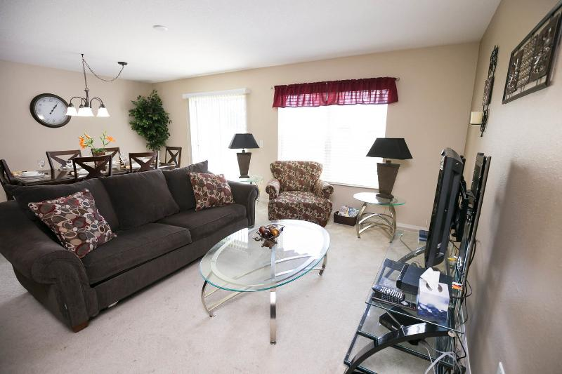Living Room. Safe, Rest and Privacy. Spectacular Gated Condo. - Luxurious Compass Bay Condo Privacy & Rest.599$p/w - Kissimmee - rentals