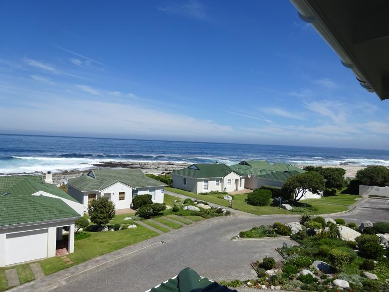 View from patio - 31 Tobago Bay Hermanus Seafront - Hermanus - rentals