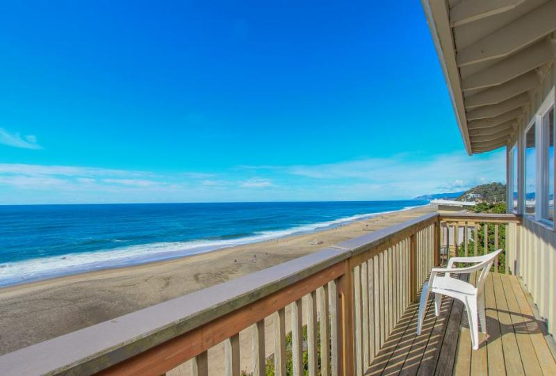 Rustic, pet-friendly oceanfront home - Image 1 - Gleneden Beach - rentals