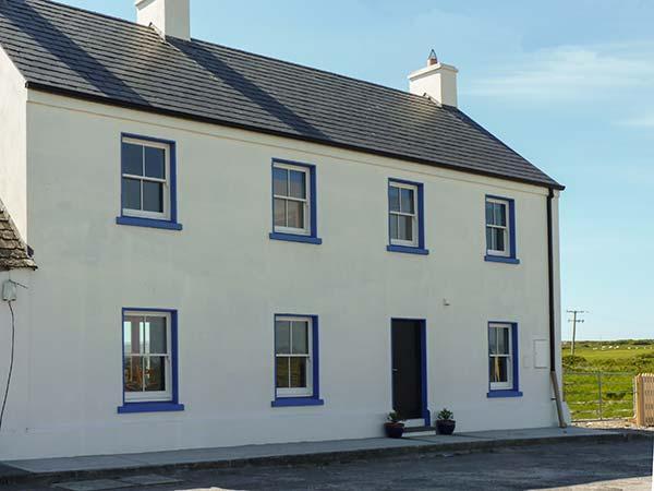 OLD PIER HOUSE, semi-detached, woodburner, en-suite, shop, pub and pier 1 min walk, in Carrigaholt, Ref 23227 - Image 1 - Carrigaholt - rentals