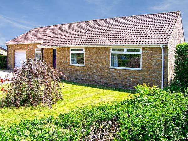 RADOVAS, detached, all ground floor, WiFi, off road parking, garden, in Martock, Ref 28578 - Image 1 - Martock - rentals