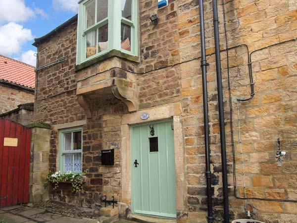 WAYSIDE COTTAGE, pet-friendly cottage with enclosed courtyard, WiFi, cosy romantic retreat in Staindrop, Ref. 925003 - Image 1 - Staindrop - rentals