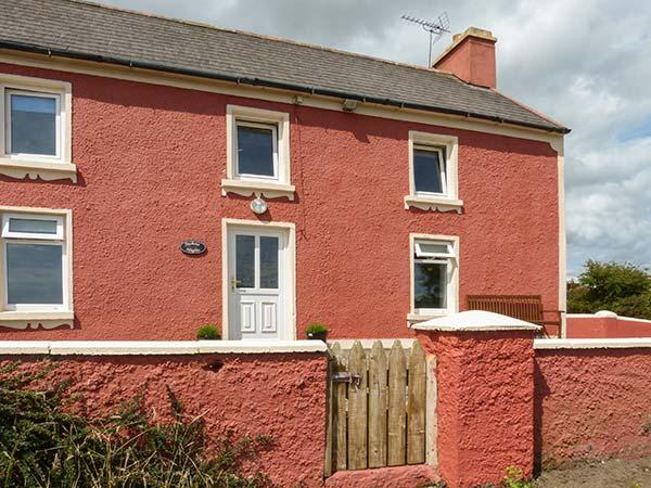 FUCHSIA HEIGHTS, semi-detached, solid fuel stove, ample off road parking, in Cork countryside, near Skibbereen, Ref 923662 - Image 1 - Skibbereen - rentals