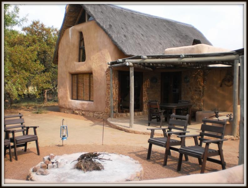 Hoopoo Outside view - Adama Hoopoo & Kingfisher self-catering chalets - Welgevonden Game Reserve - rentals