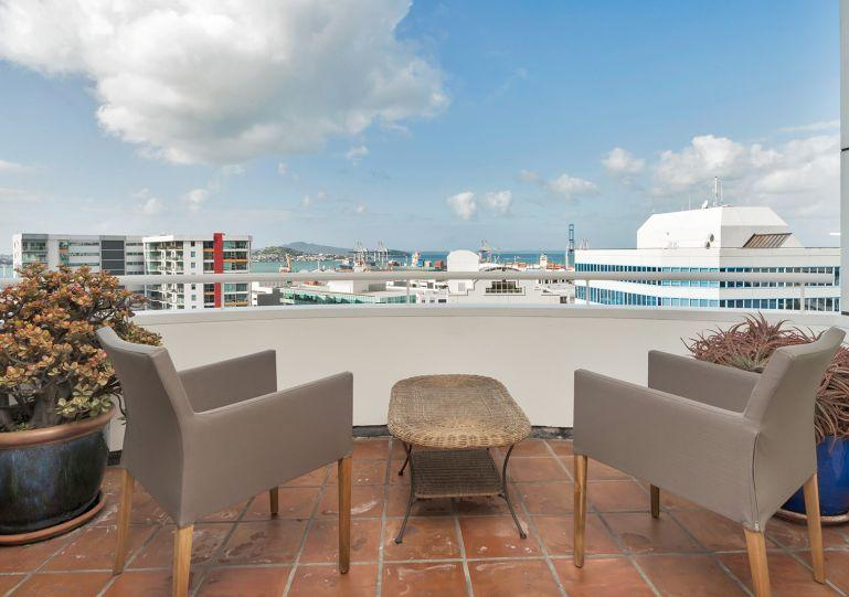 This apartment has a sunny balcony - Two Bedroom Central Auckland Apartment with Sea Views, Carpark - Bayswater - rentals