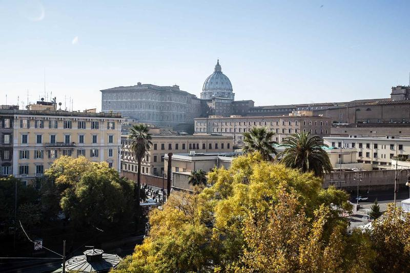 Big apart in front of St Peter with view on Dome - Image 1 - Rome - rentals