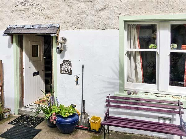 SARAH'S COTTAGE, WiFi, multi-fuel stove, private seating in shared courtyard, less than 1 min walk to sea, in Gardenstown, Ref 28793 - Image 1 - Gardenstown - rentals