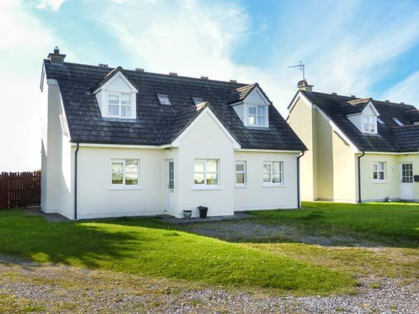 SEAGAZE, detached, ground floor bedrooms, large lawned garden, short walk to beach, Youghal, Ref 927782 - Image 1 - Northern Ireland - rentals
