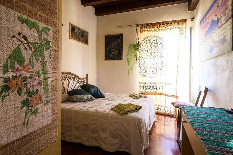 Main bedroom - Bright & artistic apartment in the historic center - Palermo - rentals