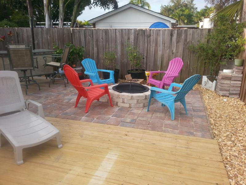 Fire pit viewed from outdoor dining area 2 - Cottage Delice II near Sanibel&Fort Myers Beaches - Fort Myers - rentals