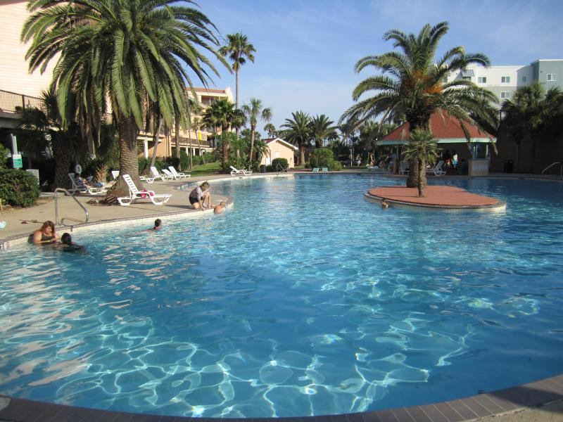 Main Pool (1 of 3) - Gulf View Luxury Condo Heated Pool Large 2 Story - Galveston - rentals
