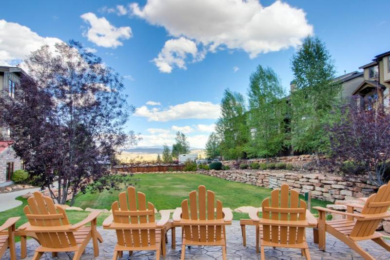 Modern townhome w/ soaking tub & shared hot tub & pool! - Image 1 - Park City - rentals