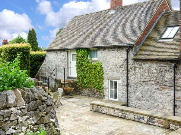 HALLCLIFFE COTTAGE, romantic cottage with woodburner, WiFi, king-size bed, garden, close to cyling and walks in Parwich, Ref. 25949 - Image 1 - Parwich - rentals