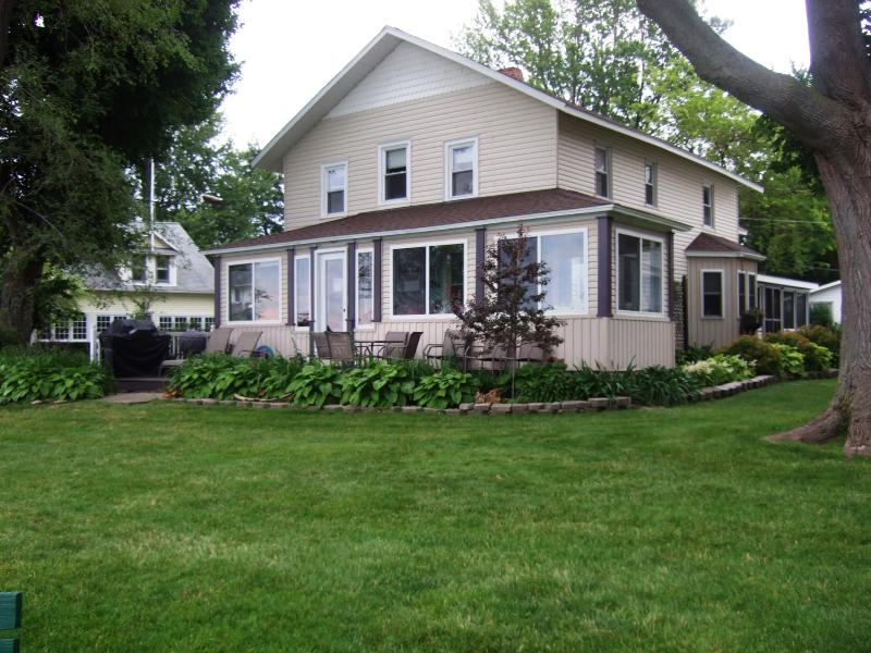 An Old Lake House from the west lakefront - An Old Lake House on Lake Erie @ Mitiwanga Park OH - Huron - rentals