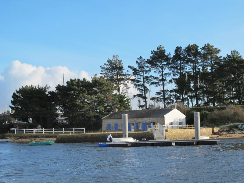 Original seaside house in Brittany with 4 bedrooms, lovely garden, jetty and boat - Image 1 - Baden - rentals