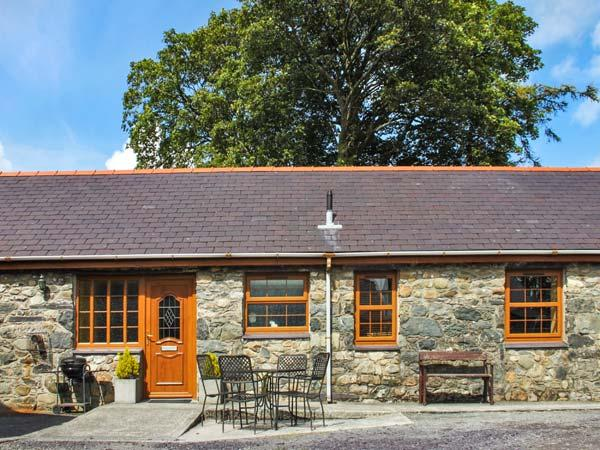 Y BWTHYN, detached barn conversion, WiFi, pet-friendly, walks from the door, in Pentir, Ref 914581 - Image 1 - Pentir - rentals
