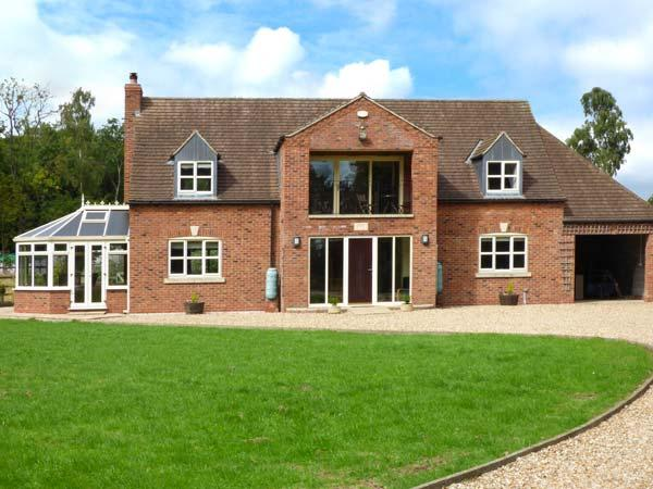 BROADLEAF HOUSE, detached, spacious, flexible sleeping arrangements, WiFi, woodburner, near Lincoln, Ref 923790 - Image 1 - Skellingthorpe - rentals